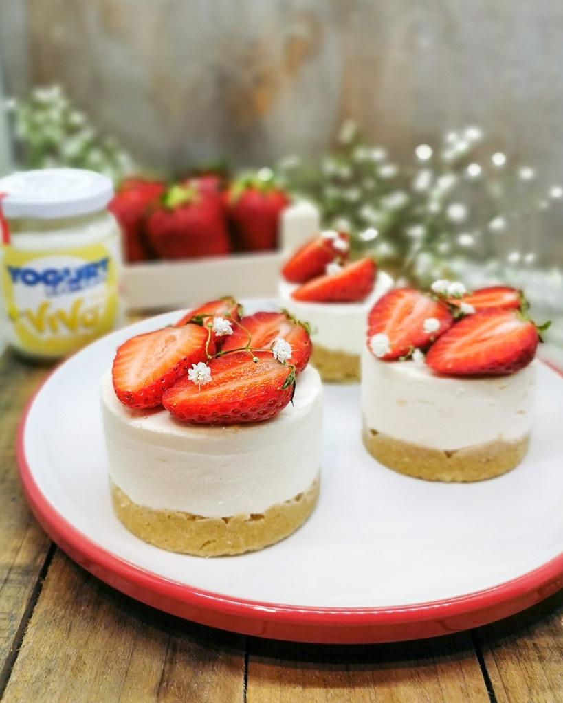 Yogurt cake vaniglia e fragole